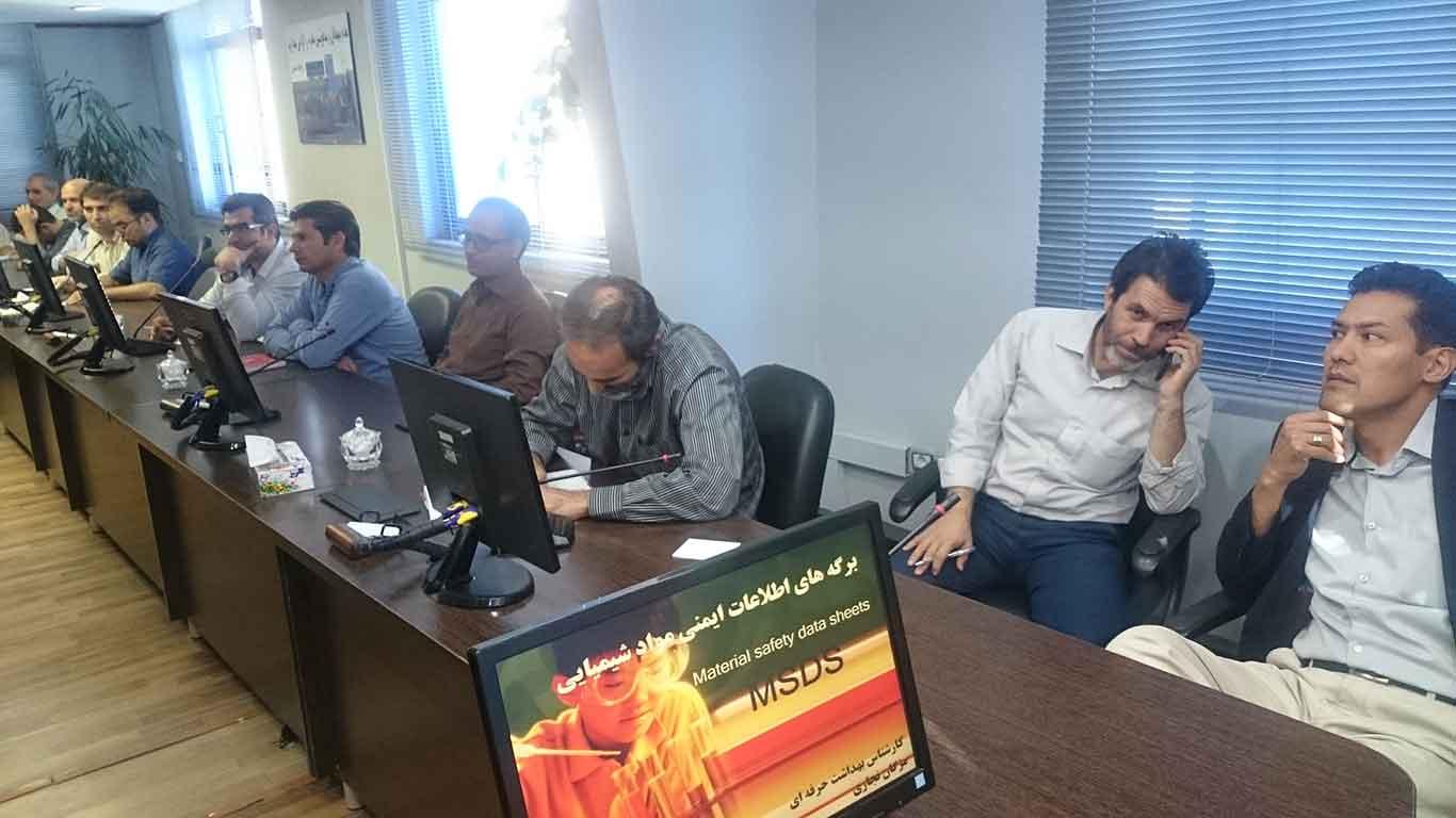 تصویر برگزاری دوره آموزشی برگه اطلاعات ایمنی مواد (MSDS) در مؤسسه رازی مشهد.